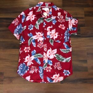 *NEW* red floral short sleeve shirt